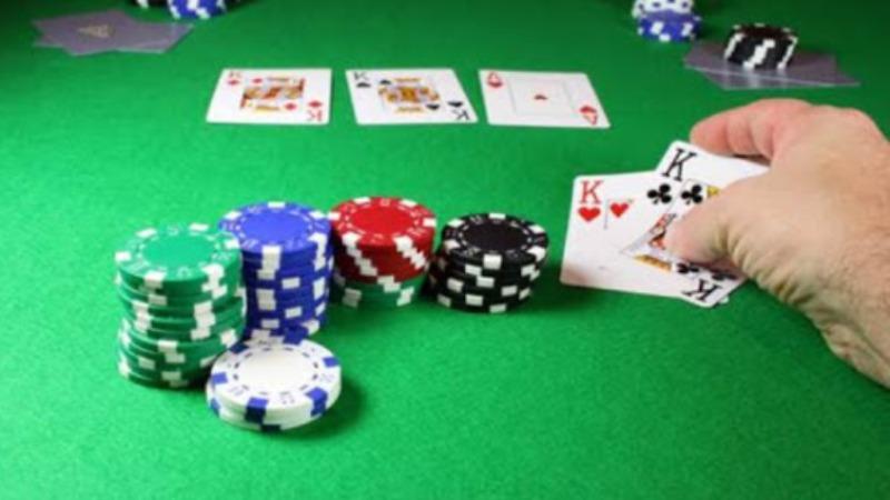 Strategi Poker Online - Memainkan Permainan Pikiran